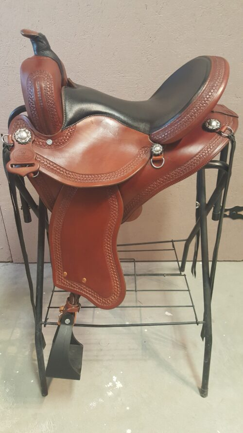 """TW Saddlery15"""" Brown Featherweight Trail Saddlewith a wrapped Trail Horn"""